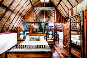 A bed or beds in a room at Gili Loft