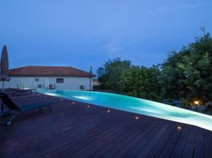 Art de vivre tesisinde veya buraya yakın yüzme havuzu