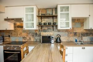A kitchen or kitchenette at Luxury Rustic Charlestown Themed Apartment