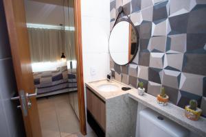 A bathroom at FLAT CONFORTÁVEL EM BOA VIAGEM