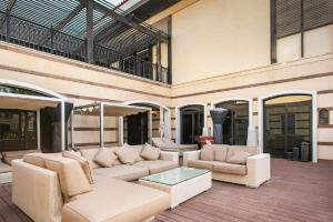 A seating area at Private Zabeel Saray Villas Palm Jumeirah