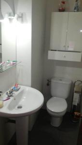 A bathroom at Habitación en Zona de Lujo metro Buenos Aires - hab3