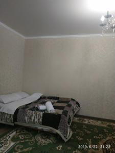 """A bed or beds in a room at Apart hotel """"Chinar"""""""