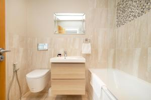 A bathroom at Crawford Suites Serviced Apartments