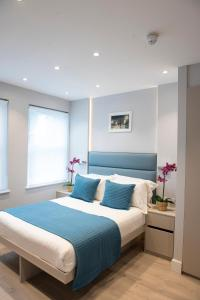 A bed or beds in a room at MStay West Hampstead