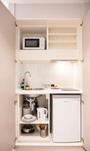 A kitchen or kitchenette at MStay West Hampstead