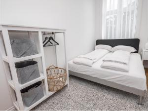 A bed or beds in a room at Engen Apartments