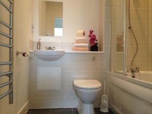 A bathroom at Suite 16 Glasgow