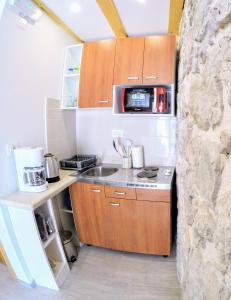 A kitchen or kitchenette at Authentic ap for 2, Babino Polje,Mljet