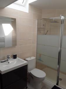 Salle de bains dans l'établissement Le Gîte Dameryat