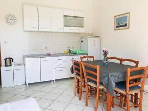 Kuchyň nebo kuchyňský kout v ubytování Apartments Cvijeta
