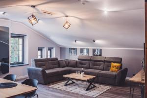 A seating area at Apartamenty Świętego Jakuba