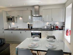 A kitchen or kitchenette at Principal Apartments - City Centre