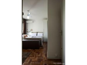 A bed or beds in a room at Mariano - JK pertinho de tudo!