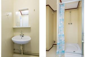 A bathroom at HH van Craenwick Appartement