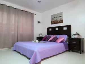 A bed or beds in a room at Bubali Villa & Apartments