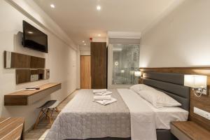 Ένα ή περισσότερα κρεβάτια σε δωμάτιο στο Sintrivanis Resort Beach