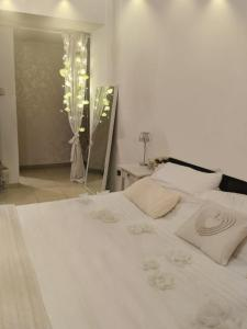 A bed or beds in a room at Three bedroom Apartment - Murjan JBR