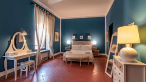 Een bed of bedden in een kamer bij Le Fate Holiday Homes