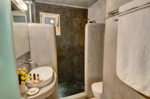 Ένα μπάνιο στο Ξενώνες Αγαπητός