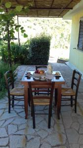 A restaurant or other place to eat at Case Vacanze Corongiu