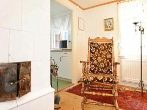 En sittgrupp på Two-Bedroom Holiday home in Vissefjärda 1