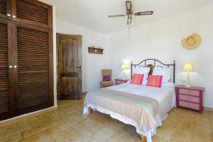 A bed or beds in a room at Villa Sa Coloma