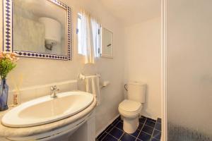 A bathroom at Villa Sa Coloma