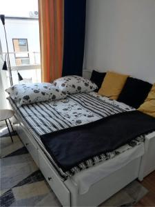 Postel nebo postele na pokoji v ubytování Apartament Zamkowy
