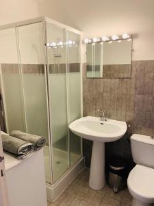 Salle de bains dans l'établissement Les Appartements De Lina