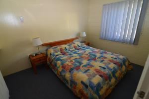 A bed or beds in a room at Forest Lodge Apartments