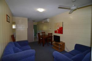 A seating area at Forest Lodge Apartments