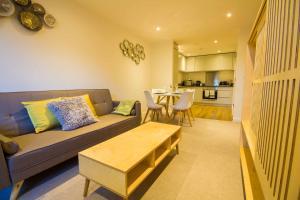 Ein Sitzbereich in der Unterkunft Chavasse Apartments
