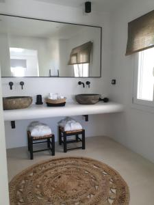 A kitchen or kitchenette at Bellou Suites