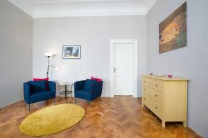 Ein Sitzbereich in der Unterkunft Adela Apartment Prague Center