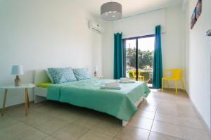 Letto o letti in una camera di Color Cyprus Dhekelia Apartments