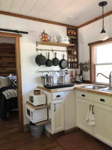 A kitchen or kitchenette at The Harmony Oaks Homestead