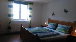 Ein Bett oder Betten in einem Zimmer der Unterkunft Ferienwohnung Am Verlorenen Bach