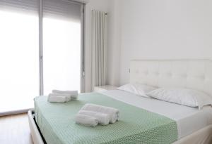 A bed or beds in a room at Housing32 Apartments