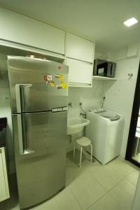 A kitchen or kitchenette at Conforto E Localizacao