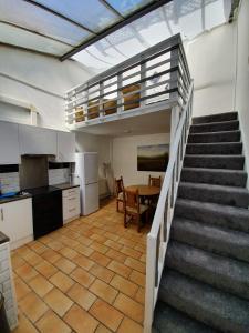 A kitchen or kitchenette at Destination-2 three
