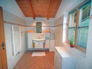 Een badkamer bij Ferienhaus Flatscher