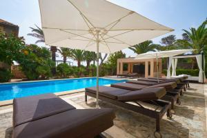 Der Swimmingpool an oder in der Nähe von Villa Orient