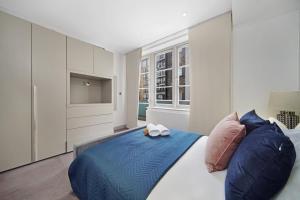 En eller flere senge i et værelse på Luxury Westminster Apartment by City Stay London