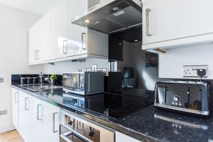 A kitchen or kitchenette at CDP Apartments - Kentish Town