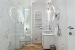 Ein Badezimmer in der Unterkunft Apartments InCenter
