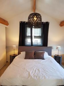 Een bed of bedden in een kamer bij Slapen by 't Schouwtje