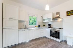 Kuhinja oz. manjša kuhinja v nastanitvi Holiday home in Drivenik 38005
