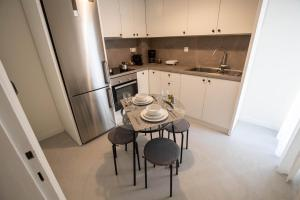 Кухня или мини-кухня в Apartment Agias Sofias Square