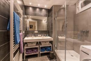 Ein Badezimmer in der Unterkunft ☆ Moderne 90m² 3-Zimmer im Zentrum mit Netflix